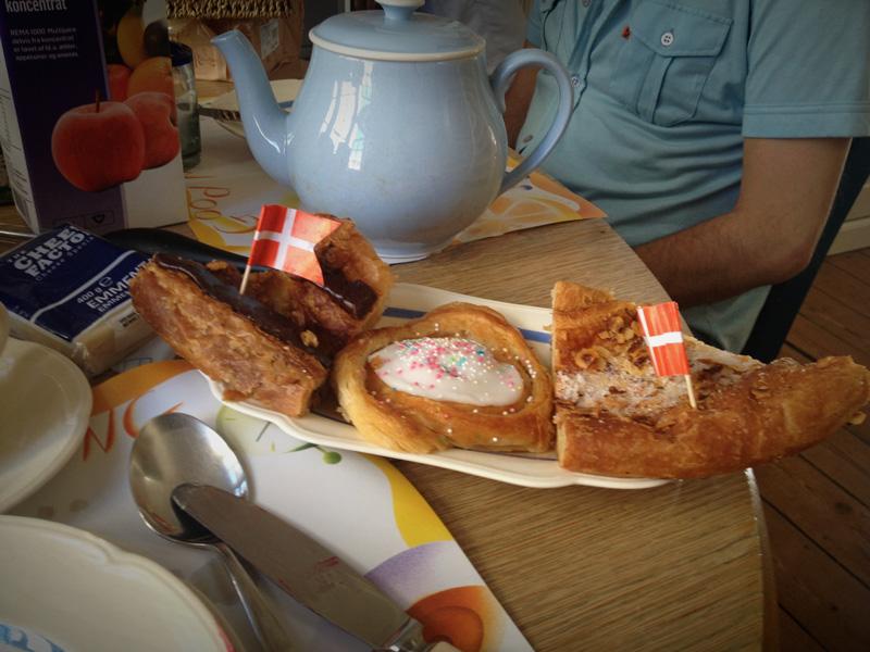 Geburtstagsfrühstück mit Dänischen Leckereien :)
