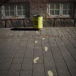 DIe Mülleimer waren häufig mit Fußspuren versehen