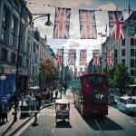 Anlässlich der Olypischen Spiele war die ganze Stadt mit bunten Fahnen geschmückt